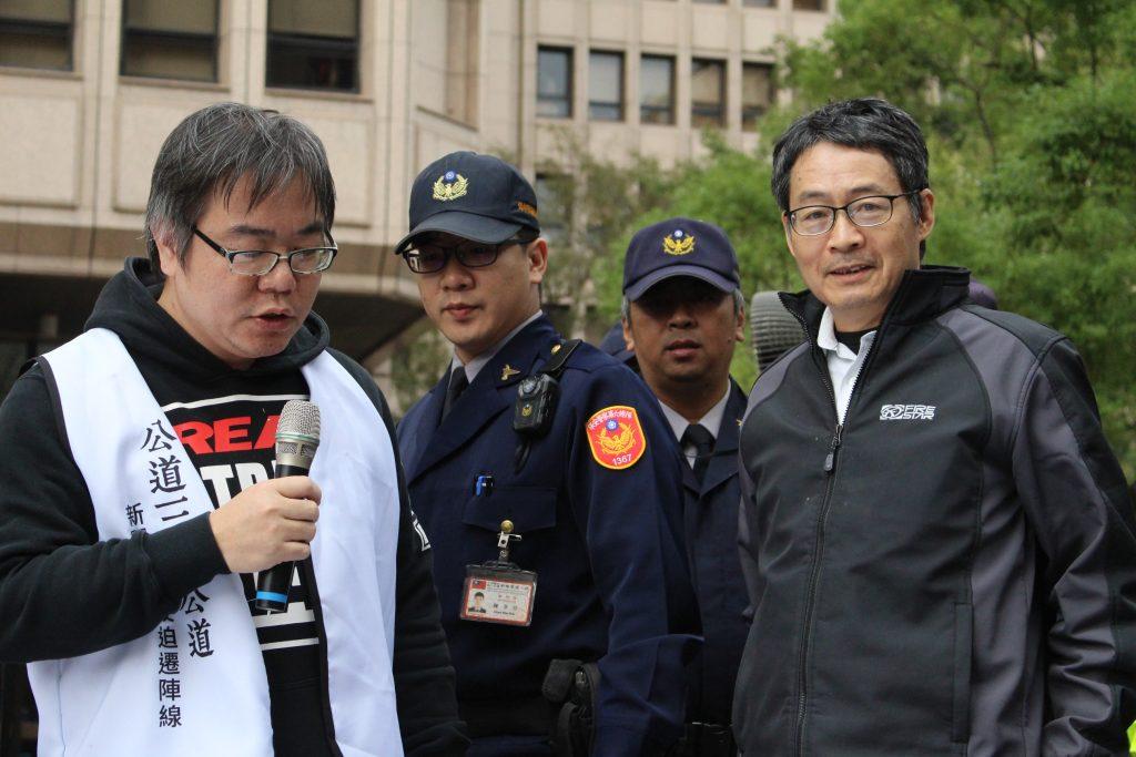 內政部營建署都市計畫組組長陳興隆出面接下公民團體陳情,但針對民團提問僅表示「我們會慎重考量,沒辦法現在回覆。」